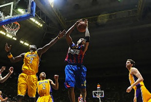 FC Barcelona Victorious Over Lakers 2010 NBA Champions In NBA Europe Live