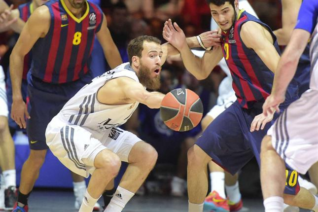 Real Madrid Dismantles FC Barcelona and Charges Into Euroleague Finals