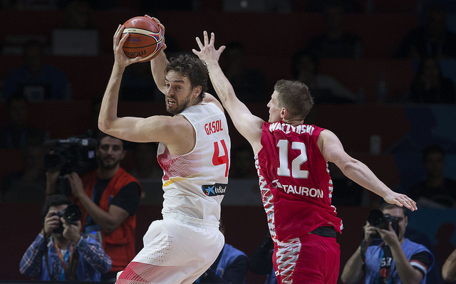 Spain Heads To Quarterfinals Strong With Win Over Poland 80-66
