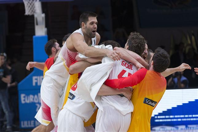 Spain Stuns Undefeated Greece 73-71 and Heads To Semis