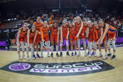 QUARTERS: Valencia Basket dyes a historic Final with taronja …