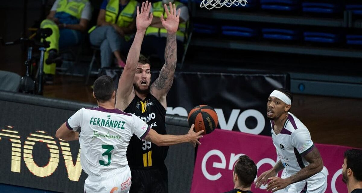 The Lenovo Tenerife passes over a Unicaja that does not lift …