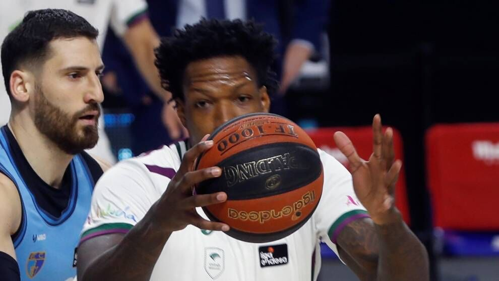Deon Thompson, Unicaja's first casualty 21-22