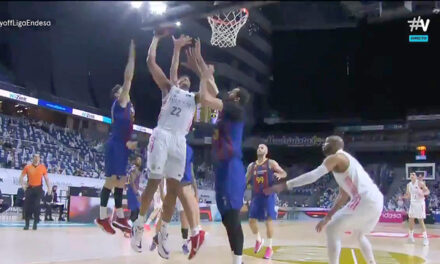 Tremendous mate from Tavares that posterizes Pau Gasol and Mirotic