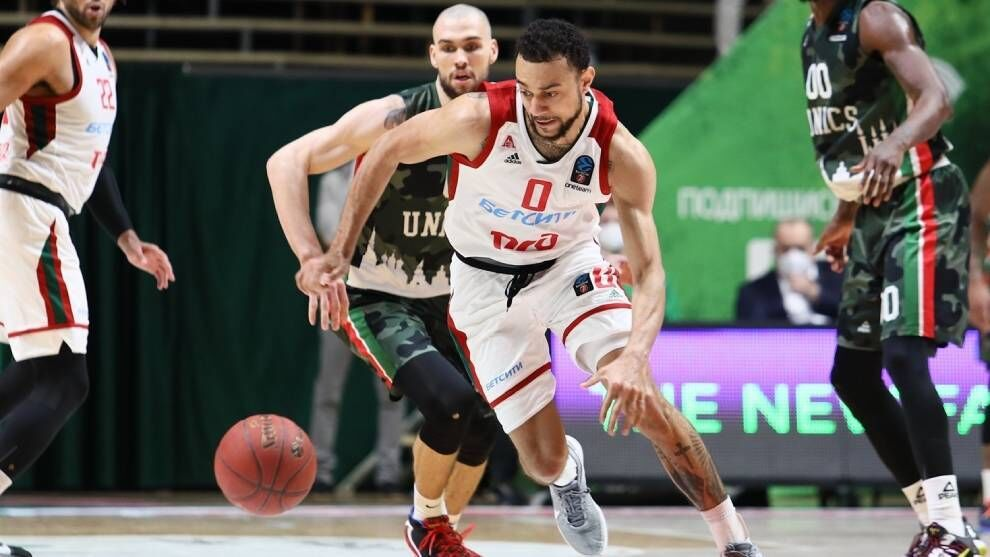 Real Madrid sign Nigel Williams-Goss, their first measure …