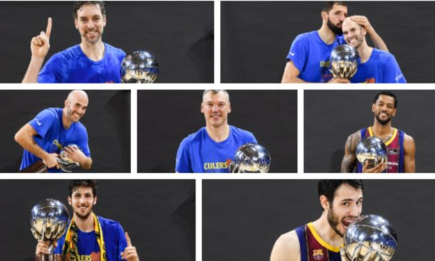 The happiness of the Barça players with the field trophy …