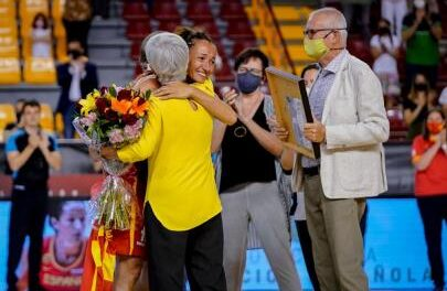 Emotional tribute to Laia Palau for her 300 internationalities …