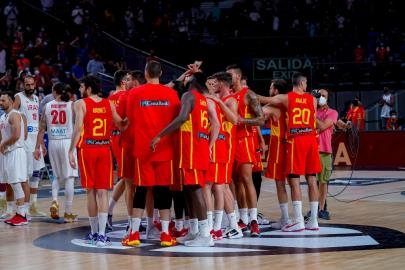 Spain travels to Malaga with 16 players