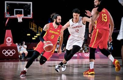 Spain presents its strengths in the debut in Tokyo (77-88)