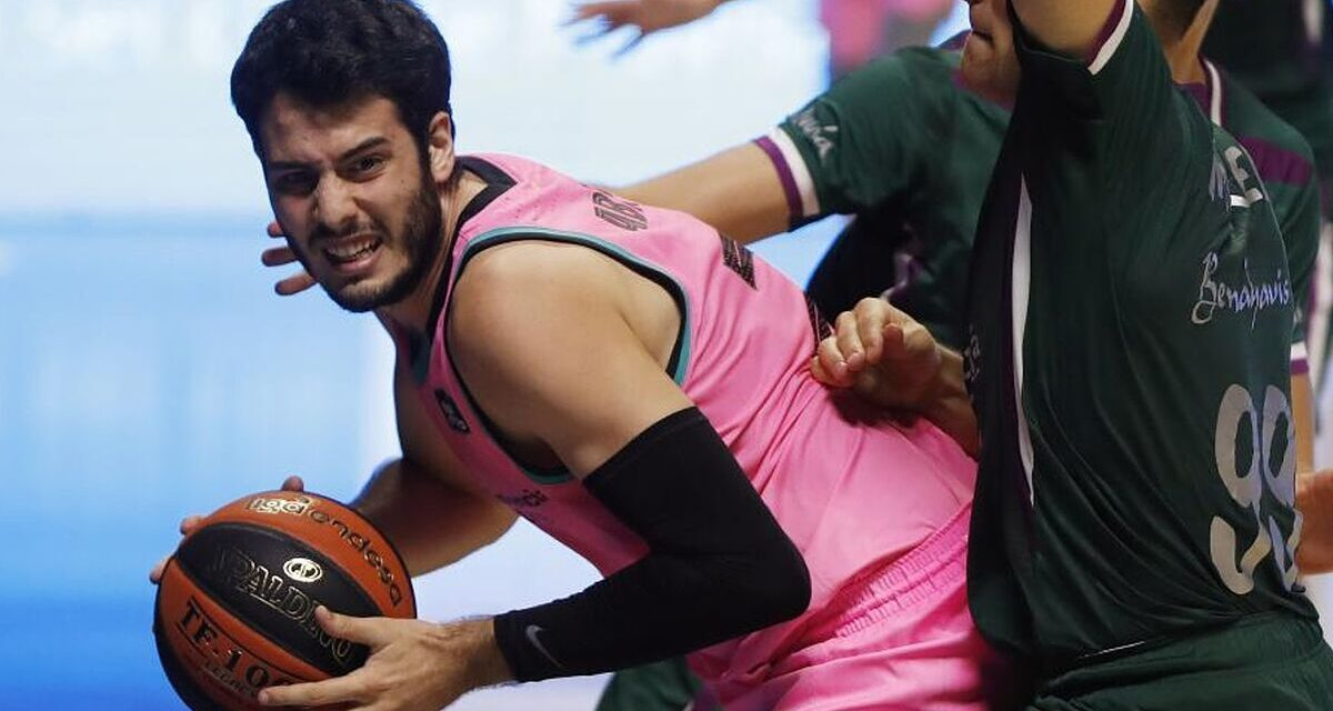 Abrines suffers an injury to his left knee and is a doubt p …
