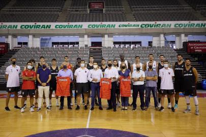The mayor of Granada, Paco Cuenca, visits the training …